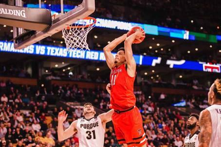 Zach Smith dunks over Dakota Mathias