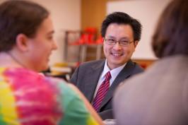 Kanisorn Wongsrichanalai talking with students
