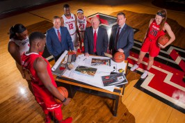 Kirby Hocutt, Dusty Womble and Chris Beard with Texas Tech University student-athletes